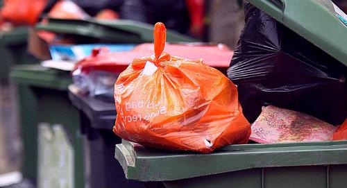 мусор и пакет