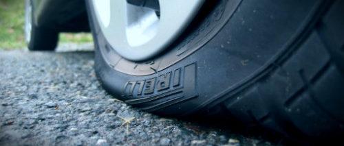 спустило колесо в дороге