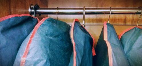 одежда в чехлах