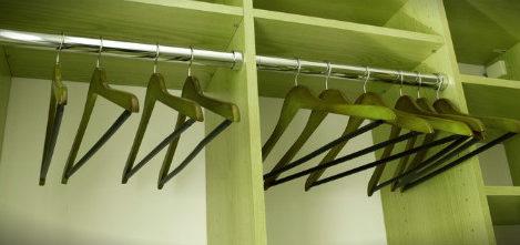 пустой шкаф для верхней одежды