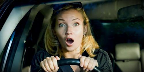 паника на лице автоледи
