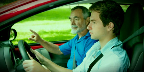 инструктор и парень за рулем