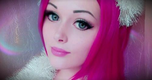 кукла с розовым париком