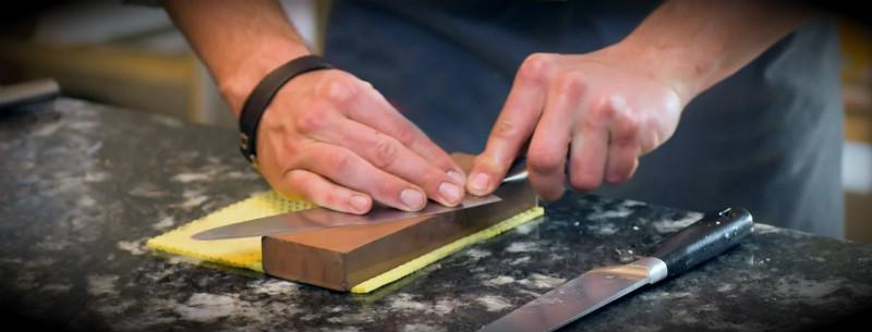 заточка ножа левша